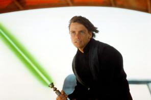 Resultado de imagem para lightsaber luke skywalker
